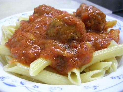 Ziti with meatballs in tomato sauce
