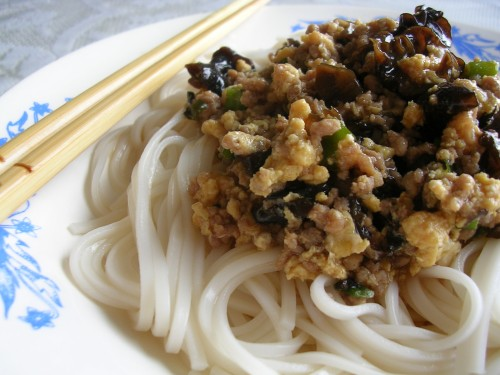 (炸酱面) Noodles with Chinese spaghetti sauce
