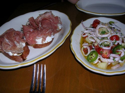 Appetizers: prosciutto crostini and warm calamari