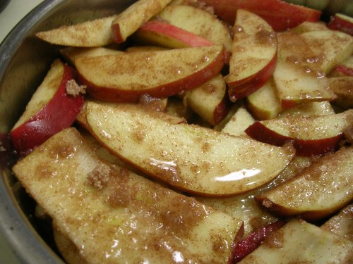 apples in the baking pan