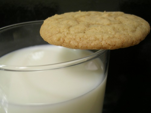 Chewy English toffee cookies with milk